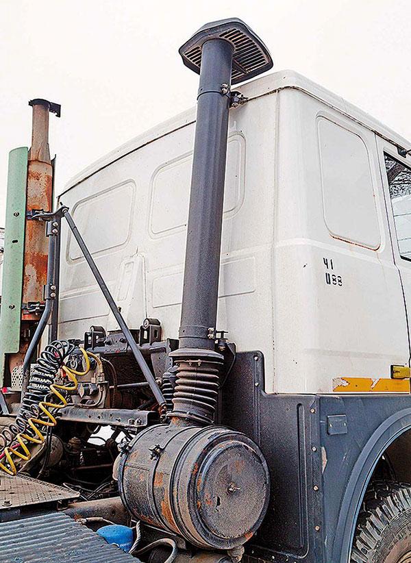 Типичное расположение воздухозаборника грузового автомобиля