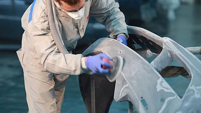 Для ремонта пластиковых деталей используются специальные шпатлевки и лакокрасочные материалы