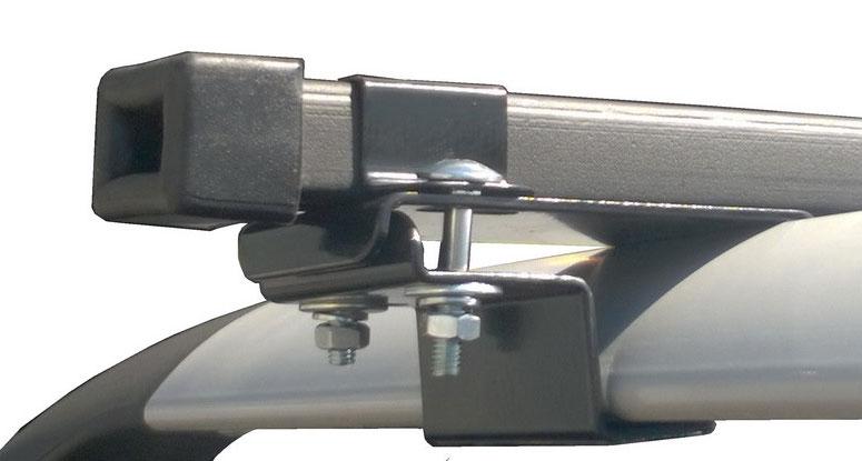 Монтаж поперечины на рейлинге с помощью стальной скобы
